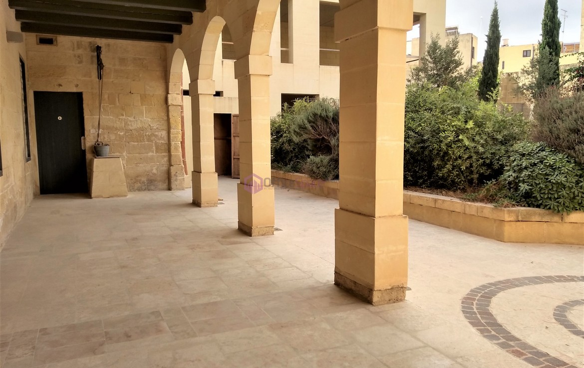 Superb Villa Office in Malta To Let